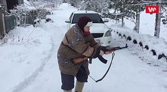 Rosyjska babcia gotowa na wojnę. Internauci nie mogą powstrzymać śmiechu