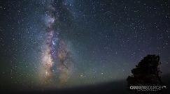 Zachwycające nocne niebo nad Kalifornią, Arizoną, Hawajami i Kenią