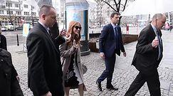 Jessica Chastain w różowych szpilkach wchodzi do TVN-u