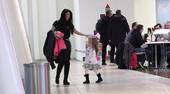 Iwona Węgrowska bawi się z córką na ustawce w centrum handlowym