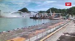 Moment zawalenia mostu na Tajwanie