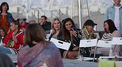 Natalia Siwiec z nosem w telefonie podziwia sceniczne popisy męża