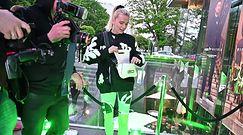 Zaskoczona Maffashion w spodenkach na rower prosi paparazzi o przerwę na przypudrowanie nosa