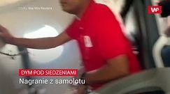 Dym pod siedzeniami. Nagranie pasażera w wnętrza samolotu