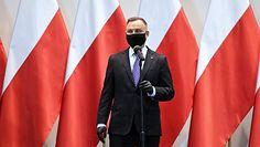 Andrzej Duda i niepodłączony telefon. Adam Bielan odpiera atak. Oberwał Donald Tusk