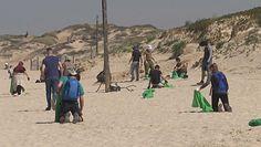 Katastrofa ekologiczna w Izraelu. Tysiące wolontariuszy na plaży