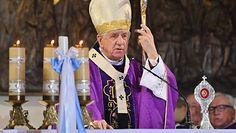 Biskup Dzięga dostał nagrodę KUL. Ojciec Gużyński nie krył zażenowania