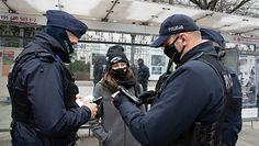 Polacy łamią nowe obostrzenia. Uwaga! Policja ostrzega, że zmieniło się prawo
