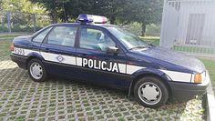 Policjanci oszuści. Przerobili Passata na radiowóz
