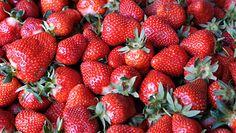 Pyszne czerwone owoce. Jak wybrać dobre truskawki?