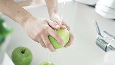 Bakterie w jabłkach. Zostają nawet po umyciu