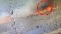 Lekkomyślne wypalanie traw. Rosyjscy strażacy w pułapce ogniowej