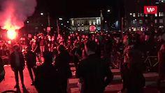 Strajk kobiet. Protesty na Placu Trzech Krzyży. Są race i petardy