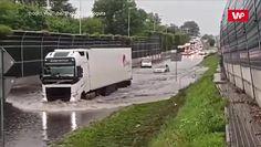 Droga S8 pod wodą. Przerażające nagranie z Warszawy