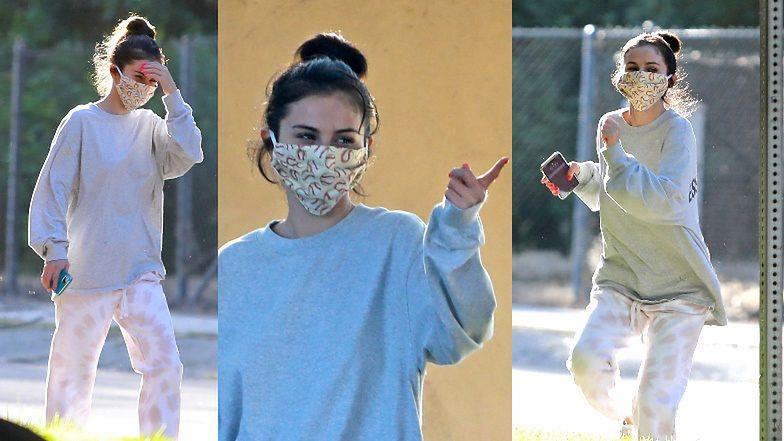 Zamaskowana Selena Gomez podskakuje na korona-spacerze i grozi komuś palcem (ZDJĘCIA)