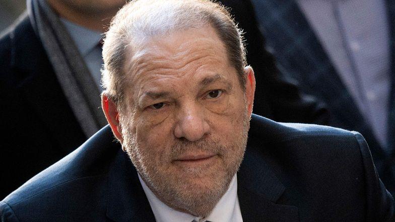 """Harvey Weinstein przebywa w izolacji w więzieniu. """"Oddycha samodzielnie"""""""