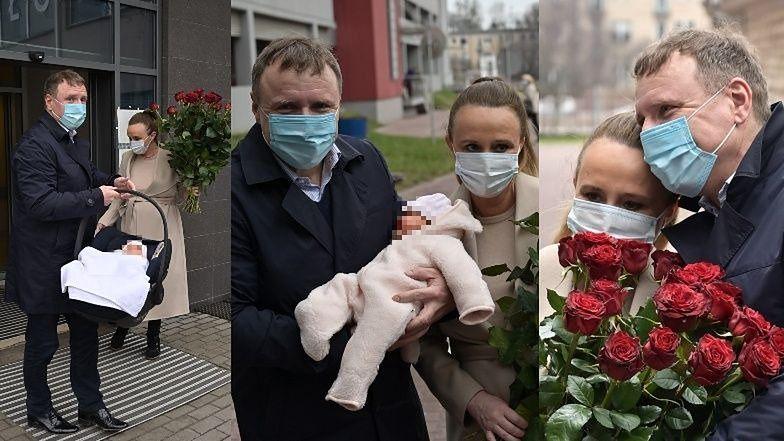 Wzruszony Jacek Kurski odbiera Joannę Kurską ze szpitala i przytula małą Annę Klarę Teodorę (ZDJĘCIA)