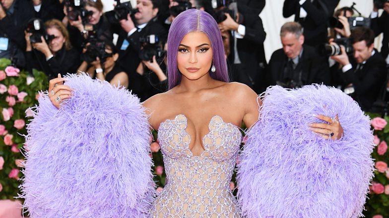 """Kylie Jenner przekazała MILION DOLARÓW na walkę z pandemią koronawirusa: """"Ocali wiele bezcennych żyć"""""""