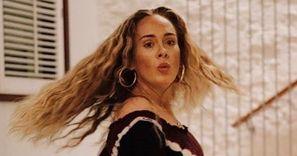 ODMIENIONA Adele prezentuje nowe zdjęcia z okazji 33. urodzin!