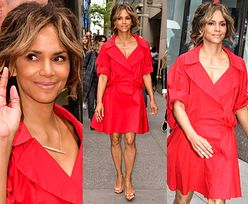 Olśniewająca Halle Berry odsłania nogi w czerwonej sukience