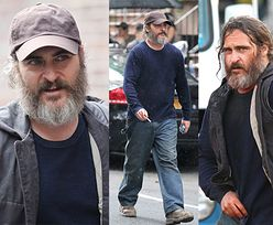 Zaniedbany Joaquin Phoenix przechadza się ulicami Brooklynu (ZDJĘCIA)