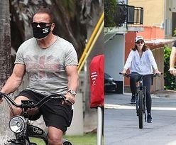 Zamaskowany Arnold Schwarzenegger przemierza rowerem ulice Santa Monica w towarzystwie ciężarnej córki i Chrisa Pratta (ZDJĘCIA)