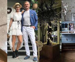 Tak mieszkają Edyta i Cezary Pazurowie: odrestaurowane meble, tapeta Versace i… drzewo oliwne w salonie! (ZDJĘCIA)