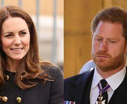 """Kate Middleton wysłała księciu Harry'emu """"KĄŚLIWĄ WIADOMOŚĆ"""" za pomocą... urodzinowego zdjęcia syna?"""