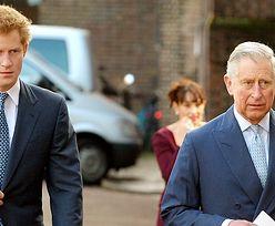 """Książę Karol nadal jest WŚCIEKŁY na Harry'ego: """"Nie pogodzili się..."""""""