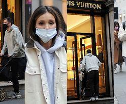 Marina i Wojciech Szczęśni z wózkiem za 10 tysięcy oddają się shoppingowi, opędzając się od włoskich paparazzi (ZDJĘCIA)