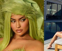"""""""Świąteczna"""" Kylie Jenner wygina się nad basenem w ULTRA SKĄPYM BIKINI (FOTO)"""