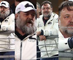 """54-letni Russell Crowe """"bawi się"""" na trybunach meczu rugby (ZDJĘCIA)"""