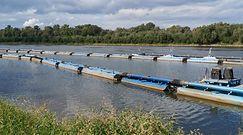 Awaria oczyszczalni Czajka. Na Wiśle ruszyła budowa mostu pontonowego na tymczasowy rurociąg