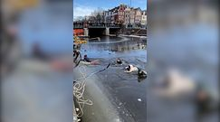 Weszli do kanału. Dramatyczne nagranie z Amsterdamu