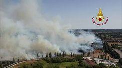 Dramatyczna walka z pożarami na północy Rzymu. Na pomoc wezwano śmigłowce gaśnicze