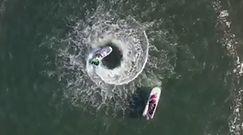 Uciekająca motorówka. Zobacz nagranie z drona