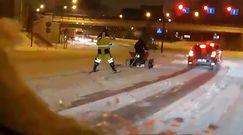 Na nartach za quadem po ruchliwej drodze. Kuriozalne wideo z Poznania
