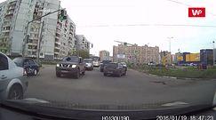 Niespodziewana kraksa. Wideo pokazuje sekundy przed uderzeniem