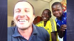 Polski misjonarz w Afryce. Robi coś niesamowitego