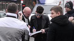 Kwiatkowski zostawia auto pod zakazem parkowania