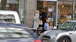 Czarno-biała Dominika Gawęda na śniadaniu z małżonkiem, grupy Pectus członkiem