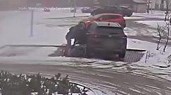 Kobieta pod kołami własnego auta