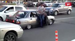 Cwaniak na parkingu. Wyjazd go przechytrzył