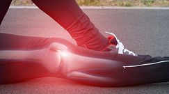 Ból kolana może być objawem wielu chorób. Czy to borelioza?