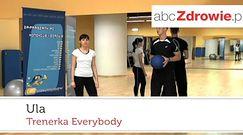 Ćwiczenie - zataczanie ósemek w powietrzu piłką lekarską