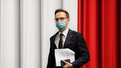 Polski Ład wpłynie na OFE? Ekonomiści mówią o strzale w kolano, minister tłumaczy
