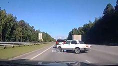 Tiumeń. Wypadek łady na autostradzie. Nagranie świadka