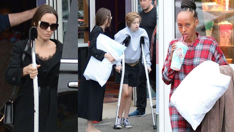 Opiekuńcza Angelina Jolie zabiera córki do kina na dzień po wieści o ich operacjach (ZDJĘCIA)