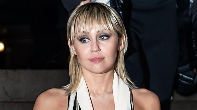 """Miley Cyrus ZNÓW WRÓCIŁA DO PICIA? Wokalistkę przyłapano w barze! """"ZACZĘŁA ŚPIEWAĆ NA CAŁY GŁOS"""""""