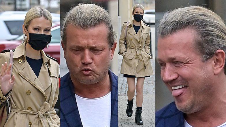 Zdyscyplinowana Magdalena Ogórek przemierza parking w towarzystwie rubasznego Jarosława Jakimowicza bez maseczki (ZDJĘCIA)